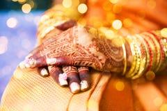 Татуировка хны, индийская невеста Стоковые Изображения RF