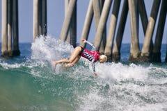 Татьяна Weston Webb занимаясь серфингом в США раскрывает серфинга 2018 стоковое фото
