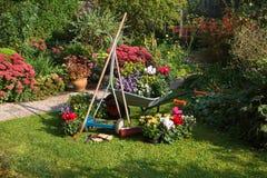 тачка косилки травы сада оборудования Стоковые Фотографии RF