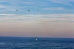 Тащите и barge внутри Атлантический океан Стоковое Изображение RF