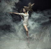 Талантливый артист балета улавливая пыль Стоковое фото RF