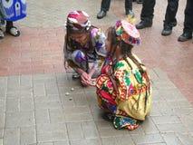 Таджикская игра девушек с камешками стоковые фотографии rf
