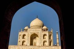 Тадж-Махал обрамил внутри свод, перемещение к Индии стоковое фото rf