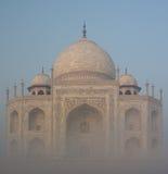 Тадж-Махал с туманом Стоковые Фото