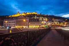 13 04 2018 Тбилиси, Georgia - взгляд ночи Тбилиси, яркой Стоковое фото RF