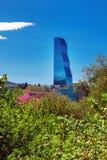 Тбилиси, Georgia - 19-ое апреля 2017: Взгляд панорамы Тбилиси Современный ориентир ориентир - гостиница Тбилиси Biltmore Стоковая Фотография