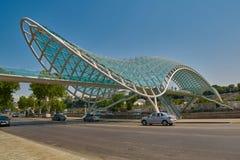 ТБИЛИСИ, GEORGIA - 31-ОЕ ИЮЛЯ 2016: Мост ориентир ориентира мира в Tbi Стоковое Изображение