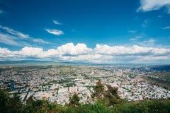 Тбилиси Georgia Воздушный панорамный взгляд города с известным ориентир ориентиром Стоковые Изображения