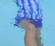Твен на времени бассейна стоковая фотография rf