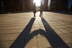 Твердое рукопожатие жизнерадостных деловых партнеров Стоковое Изображение