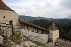 Твердыня Rasnov средневековая - стены обороны стоковые изображения