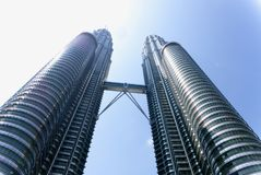 Твин-Тауэрс Petronas в Куалае-Лумпур, Малайзии стоковое изображение