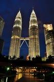 Твин-Тауэрс Petronas в Куала Лумпур Малайзии Стоковая Фотография RF