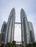 Твин-Тауэрс Petronas в Куалае-Лумпур, Малайзии стоковое фото