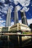 Твин-Тауэрс Suria KLCC Малайзия Petronas Стоковые Фотографии RF