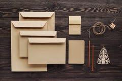 Творение сообщений подарка handmade от экологических материалов стоковые фотографии rf