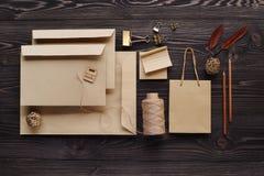 Творение сообщений подарка handmade от экологических материалов стоковые изображения rf