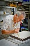 Творение торта венчания Стоковые Изображения RF