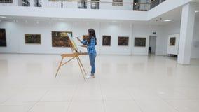 Творение чертежа в галерее steadicam 4K акции видеоматериалы