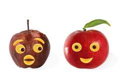 творческая еда Положительные и отрицательные сделанные портреты?? от яблока стоковая фотография
