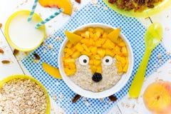 Творческая идея для шара овсяной каши завтрака детей здорового с плодоовощ Стоковые Изображения