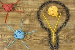 творческая идея Цепь в форме шарика Концепция идеи и нововведения с бумажным шариком Стоковое Фото