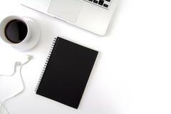 Творческая квартира кладет фото стола места для работы с компьтер-книжкой, Стоковые Изображения RF