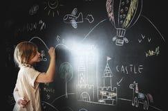 Творческая концепция классн классного девушки воображения чертежа Стоковое фото RF