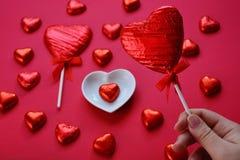 Творческая концепция любов, сердца леденца на палочке стоковые изображения rf