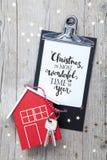Творческая предпосылка рождества с ключевым и новым домом Стоковое Фото
