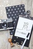Творческая рождественская открытка с старой камерой фото Стоковые Изображения