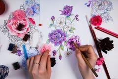 Творческая таблица эскизов чертежа художника Стоковые Фото