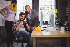Творческие бизнесмены смотря камеру Стоковое фото RF