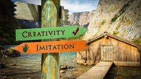 Творческие способности знака улицы против имитации бесплатная иллюстрация
