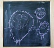 Творческие childs белят чертеж мелом руки семьи стоковое фото rf