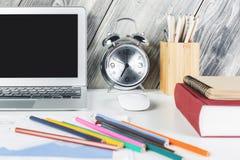 Творческий дизайнерский крупный план стола Стоковые Фото