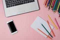 Творческий дизайн положения квартиры стола места для работы с компьтер-книжкой Стоковое Фото