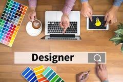 Творческий дизайнерский график-дизайнер на работе Образец образца цвета Стоковое Изображение