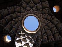 Творческий дизайн мозаики потолка архитектуры в Kashan, Иране Стоковое Фото