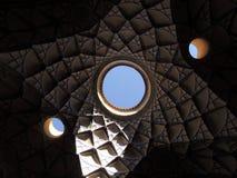 Творческий дизайн мозаики потолка архитектуры в Kashan, Иране стоковые изображения