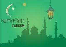 Творческий дизайн поздравительной открытки на святой месяц мусульманского фестиваля общины Рамазана Kareem с фонариком луны и сме Стоковые Фото