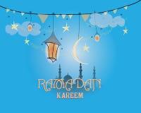 Творческий дизайн поздравительной открытки на святой месяц мусульманского фестиваля общины Рамазана Kareem с фонариком луны и сме Стоковые Фотографии RF
