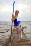 Творческий портрет изящного искусства молодой красивой женщины на шлюпке Стоковая Фотография RF