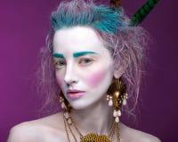 Творческий портрет молодой женщины с художническим составом Стоковое Фото