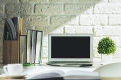 Творческий современный стол с компьтер-книжкой Стоковое Изображение