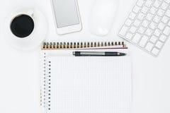 Творческий стол с мобильным телефоном и поставками Стоковое Фото
