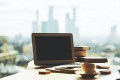 Творческий стол с пустой компьтер-книжкой Стоковые Изображения RF