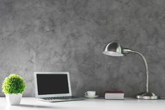Творческий стол с пустой компьтер-книжкой Стоковая Фотография RF