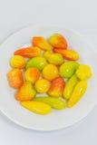 Творческий цветастый тайский десерт, Luk Choop, на белой плите Стоковые Фотографии RF