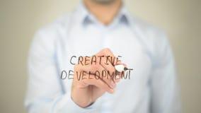 Творческое развитие, сочинительство человека на прозрачном экране Стоковое фото RF